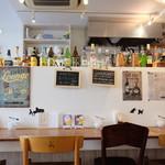 そば街カフェ&バー - おしゃれカフェな店内