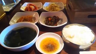 お肉屋  - おかずとご飯とスープと焼肉のタレ(ゴマ油+塩)