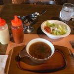 ビッグ・ジョー - 先にサラダ&スープが出て来ます ※サービスセット630円(税込)より