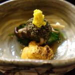 ふじ居 - 水菜、シメジの浸し、炙りウニ添え