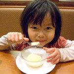 和食さと - デザートのオレンジシャーベットをいただく、ウチのみうたん。