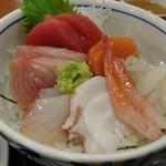 港食堂 - 海鮮丼アップ