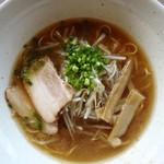 らー麺酒場秀 - 鶏がららー麺600円 鶏がらスープは美味しい