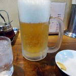 亀戸餃子  - 「生ビール」500円也。有無を言わさずカラシの付いた小皿が登場。