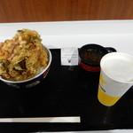蒲郡競艇1F中央売店 - 料理写真:蒲郡海鮮かき揚げ丼+生ビール