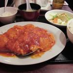 満州香 - 玉子入りエビチリー定食 980円。