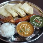 インド料理 チャダニー - ヒヨコマメチキンカレー &ホウレン草チキンカレー