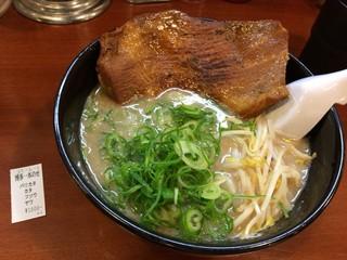 初代 秀ちゃん - 博多一本乗せ 麺はオススメの固めでオーダー