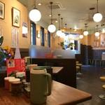 神戸ラーメン 第一旭 - 店内は、広くて明るいです(2017.1.4)