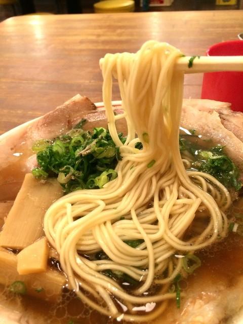 神戸ラーメン 第一旭 神戸本店 - 細ストレートは、神戸ラーメンと言われるお店の共通麺ですね(2017.1.4)