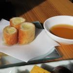 いけだ - メインの次は揚げ物が運ばれて来ました中華の「ハトシ」のような食感の一品です。