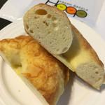 フレッシュ ベーグル フープ - ゴーダチーズベーグル カット