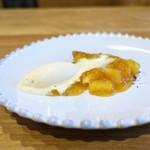 Obase - クレープ、すもものソース、   自家製バニラアイス、   石垣島のコショウのピパーツ、   京都、緑寿庵さんの金平糖