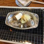 港の牡蠣センター カキ小屋 - にんにく多い…