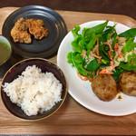 ファームトゥテーブル - 極鶏の唐揚げに、雑穀米。野菜スープが優しい♡