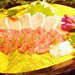 地鳥料理 万徳 別亭 安東 - 地鶏むね肉刺身と馬刺の盛り合わせ