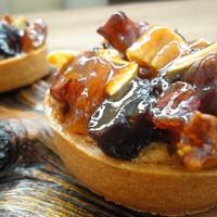 la maison de campagne - 〈フリュイコンフィ〉1個500円 ドライフルーツのシロップ煮をのせた濃厚で香り高い冬のタルト