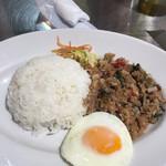 マンゴツリーキッチン グランスタ - シーフードガパオライス