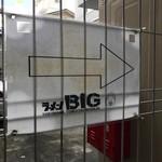 BIG - 案内板
