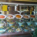 60851919 - 入口の食品ディスプレイ