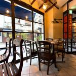 海南鶏飯食堂2 - オープンカフェのような開放的な空間はデートでも宴会でも!