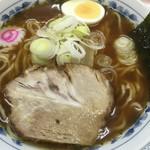 上野大勝軒 甲 - ラーメン(並盛り)(アップ)