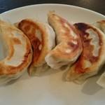 アジアン食堂 - 焼き餃子。