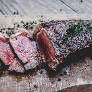 前菜からメインまで多彩な肉料理が自慢!