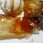 カイザーホフ - サクサクの皮からリンゴが…