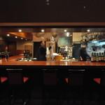 アンサンセ - オープンキッチンのカウンター