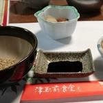 津駅前食堂 岸 - テーブルセット