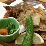 瀬戸内海鮮料理 白壁 - 瀬戸内小魚唐揚げ盛合せ