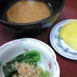 喜八 - 小鉢・お新香・アラ汁