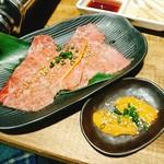 焼肉酒場ともさんかく 柏西口店 - みすじの雲丹ロール!
