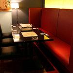 東銀座 羅豚 - 人気のテーブル席
