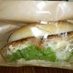 パン屋のオヤジ - チーズ包みメンチカツ 惣菜コッペ300円(外税)