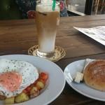 CAFE&BAR ひとこぶらくだ - ピッティパンナとライ麦パン
