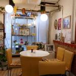 喫茶とやきそば ふじた - 昭和レトロな雰囲気の店内です