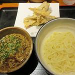 うどん和助 天神店 - 肉汁釜揚げうどん800円。