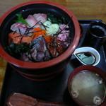 お食事処 さかゑや - 料理写真:海鮮丼