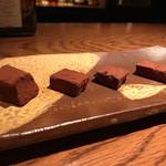バー チェロキー - 自家製生チョコがまた美味い!
