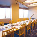 日本料理 磯風 - 大阪市街を一望でき、お天気の良い日は生駒山まで一望できる【三の間】