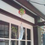 アンネ - 夏場は軒下の風鈴が涼を誘います