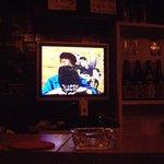 アンネ - 店内のテレビが流すBGVもなんだかシュール