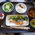 あしたね食堂 - 日替わりB 鮭のバター焼き ¥500-