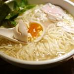 神田とりそば なな蓮 - 味玉・中太縮れ麺