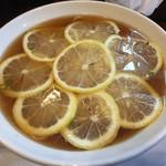 一休 - レモン中華そば醤油(大)750円