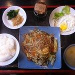 焼き肉さんぜん - 肉入りやさいいいため定食 ¥480