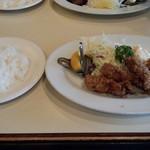 キッチンよしむら -  カキフライ(850円)+ライス(250円)