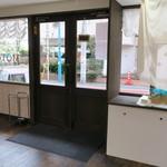 ラトリエ モトゾー - 目黒川沿いの角を少し入ったガラス張りの綺麗な店3